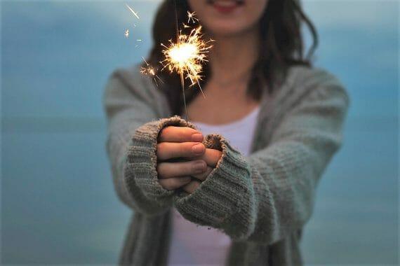 Uusi vuosi – ja sen mukana uusi elämä - on täällä taas! Todellisiin muutoksiin ei silti tarvita uutta jumppatoppia, blenderiä tai uudenvuodenlupauksia. Blogi Leena Siitonen Hyvät Vibat