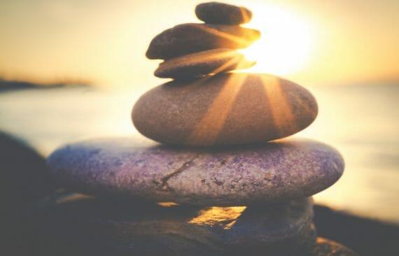 Kuinka olla yhteydessa omaan kokonaisuuteensa hengitysharjoitus lasnaoloon itsessa